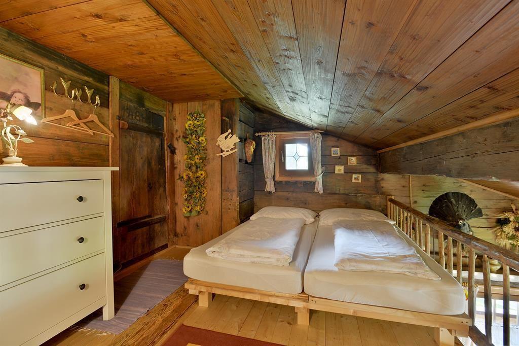 schlafzimmer farben kleiner raum. Black Bedroom Furniture Sets. Home Design Ideas