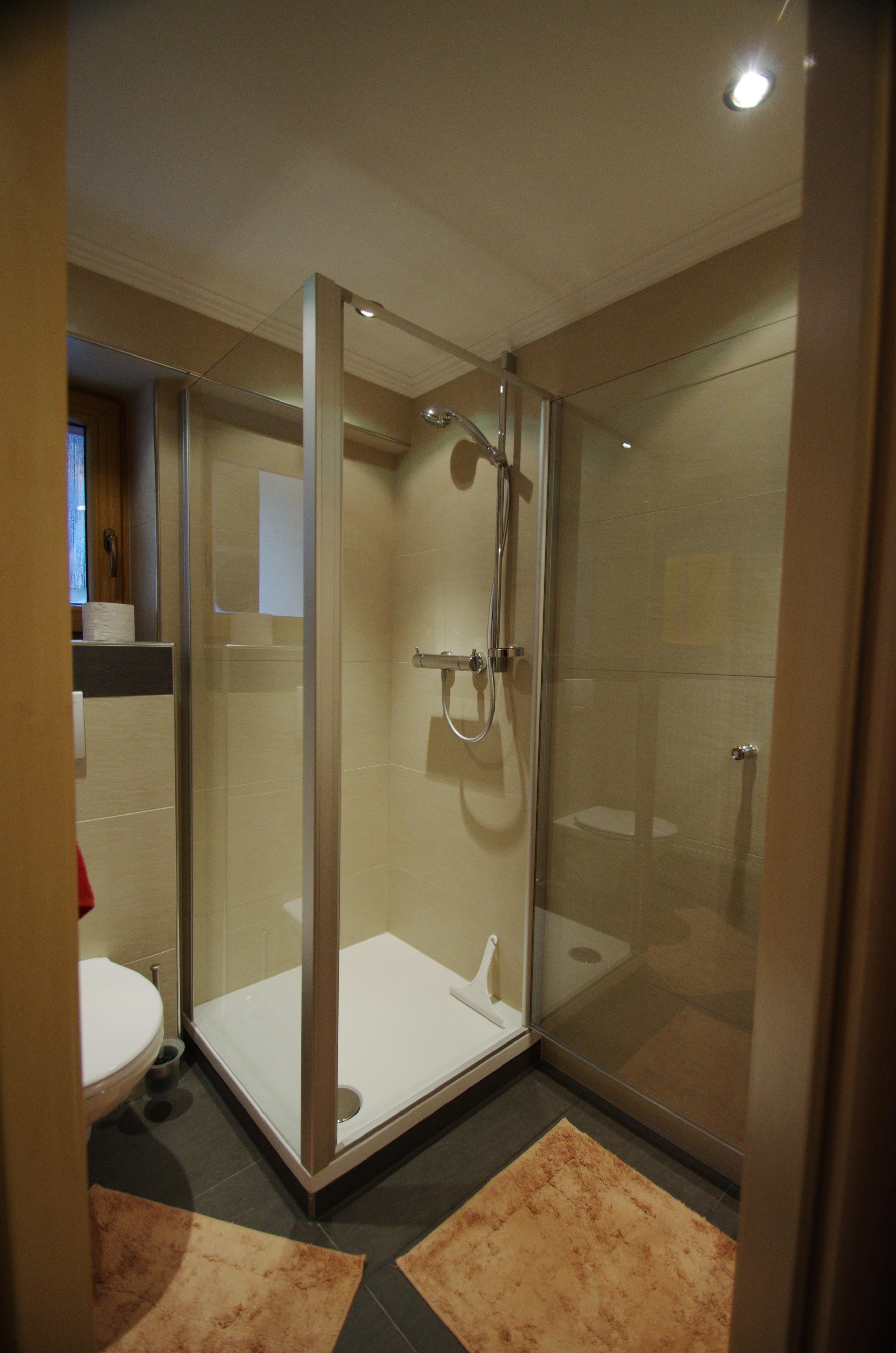 Dusche Offen Kalt : Neu renoviertes Doppelzimmer mit Dusche WC und Sat/TV im Parterre