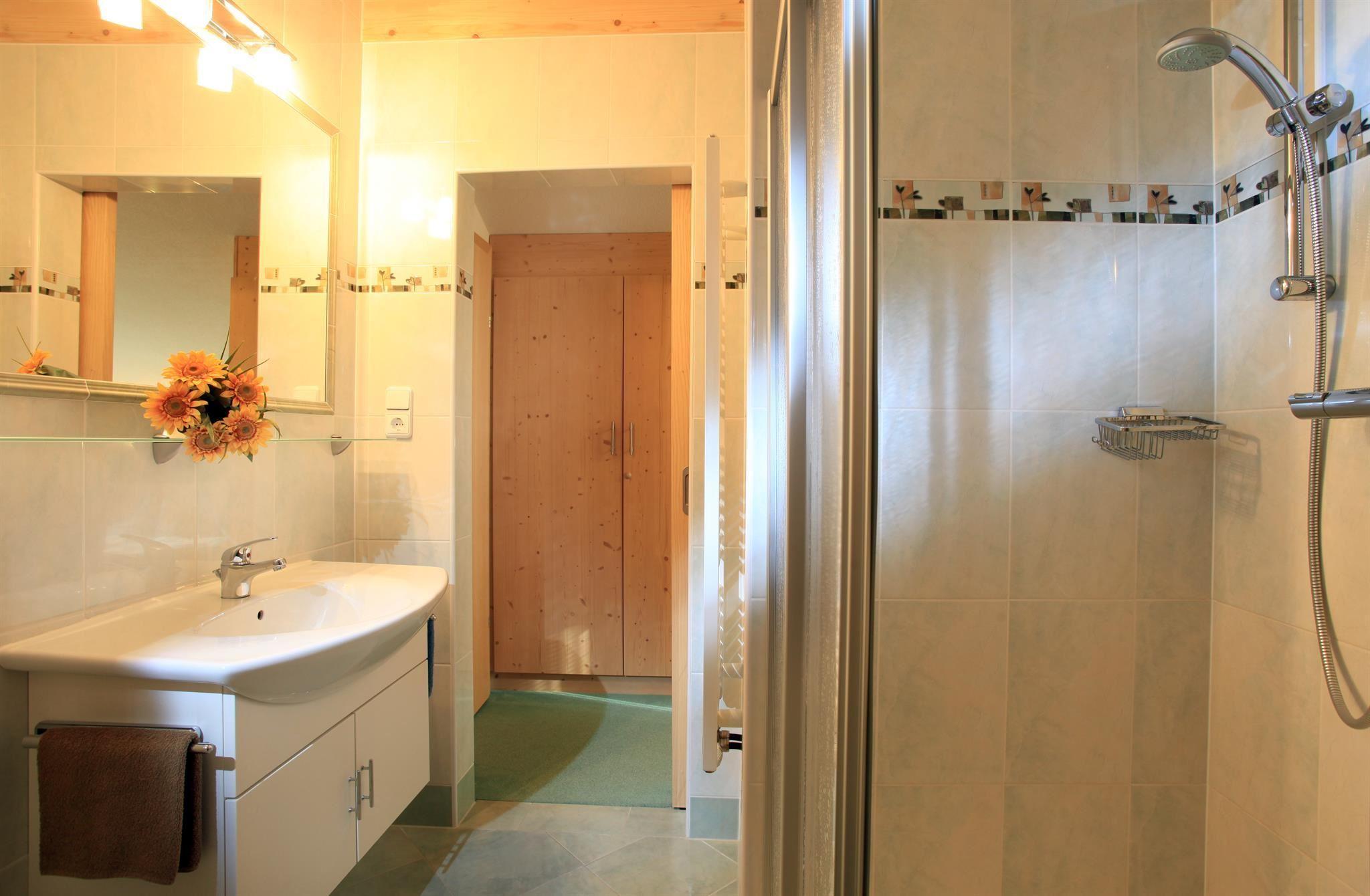 Dusche Offen Kalt : Dusche und WC im Doppelzimmer, Kabel TV, Safe, Balkon, kostenloses W