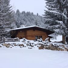 Chalet Julia im Winter Frontansicht