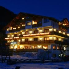 Hotel Neuwirt by night