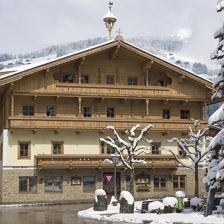 Hotel_Post_Dorfplatz_11_Westendorf_Haus_Winter_1