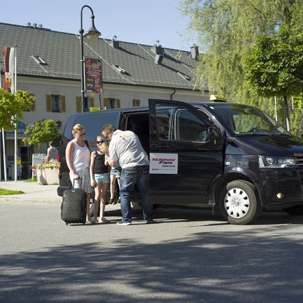 Airport Shuttle - inexpensive Taxibus Transfer to the towns