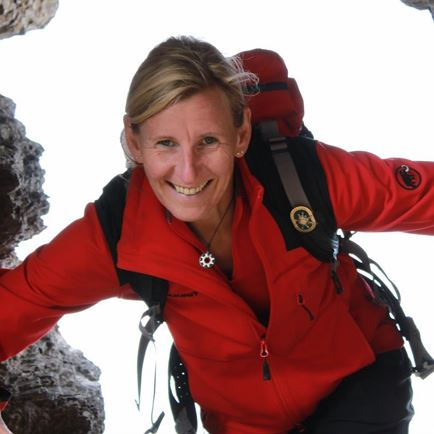 Hiking & Snowshoeing Guide Elke Henke