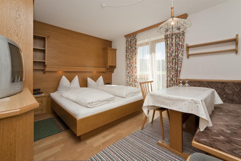 apartment-pension schmiedererhof - st. johann in tirol - Garagen Apartment Gastezimmer Bilder