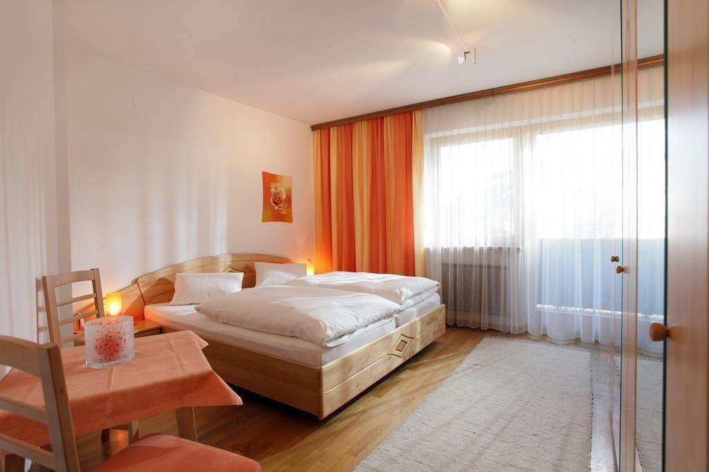schrankbett mit tisch best packs klappbett beige. Black Bedroom Furniture Sets. Home Design Ideas