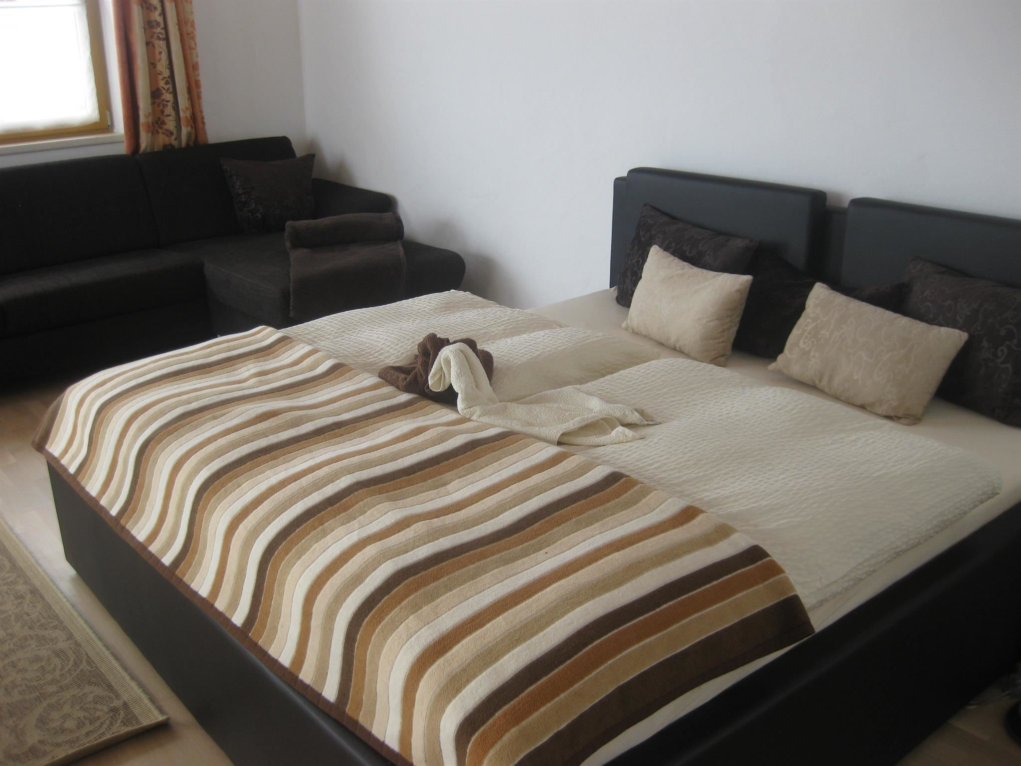 sofafarbe taube welche farbe dekokissen. Black Bedroom Furniture Sets. Home Design Ideas