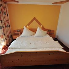 double room with shower, 1 extra bed
