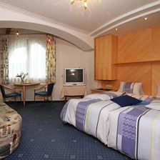 Double room with extra bed, shower, toilet
