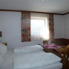 Double room; 1 extra bed; shower/WC on t