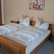 Double room with extra bed, douche, WC