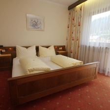 Double room with extra bed, shower or bath, toilet