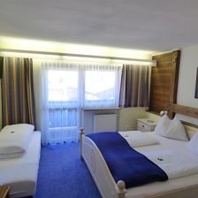 Online bookable triple room